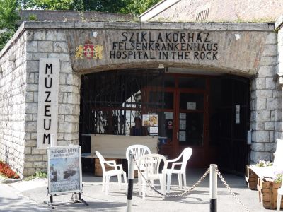 Sziklak�rh�z (Military hospital in the cave)